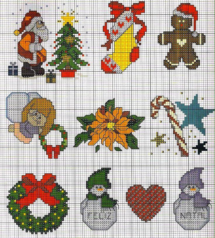 Con questi piccoli schemi a punto croce per Natale è possibile realizzare delle splendide decorazioni per la tavola di Natale o per la casa