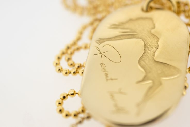 REINVENT YOURSELF By THE BRITELINE -            ID Pendant in gold plated bronze