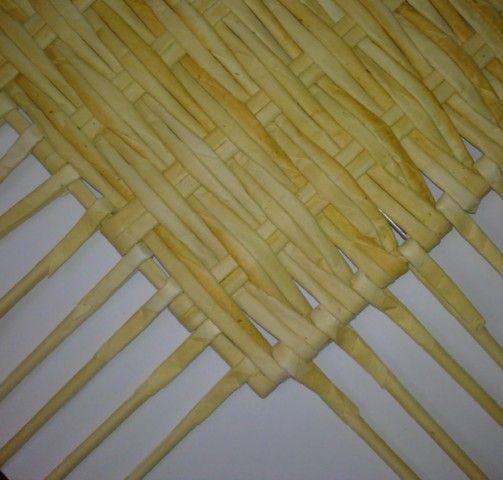 Здравствуйте! Хочу поделиться с Вами идеей Как можно сделать квадратное армированное дно ситцевым плетением почти любых размеров... К стати... Дно может быть и прямоугольное, и Г-подобное, и зигзагообразное... В общем любых форм с прямыми углами!  Для этого нам нужна строительная сетка, которой обкладывают дома перед тем как облицовывать здания плиткой или камнем: ...