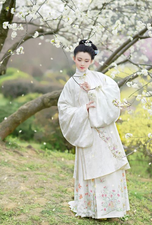 chinese hanfu in ming dynasty style. @翠微含風傳統服飾