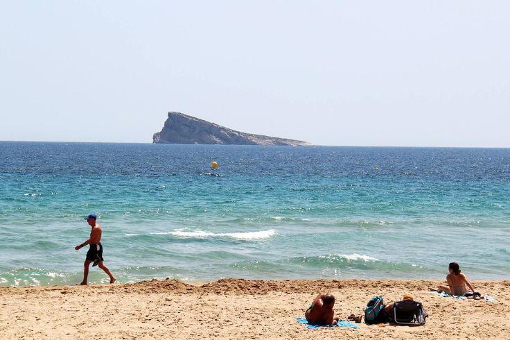 Con estas pedazo vistas en la playa Levante, tomar el sol es otro rollo ¡Disfruta del solecito, el verano está a la vuelta de la esquina!   #HotelBenidorm #PlayaBenidorm #VeranoBenidorm #HotelCarlosI