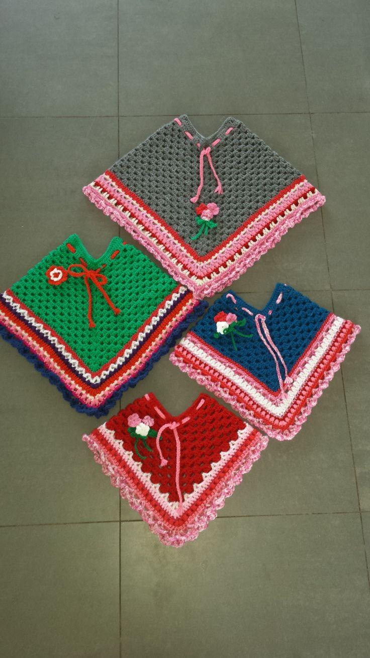 Haakpatroon voor een poncho. Op mijn blog https://101dingenomtedoen.wordpress.com/2015/06/15/haakdingen-gratis-haakpatroon-kinder-poncho-deel-twee/ heb ik het patroon van de rand uitgewerkt.