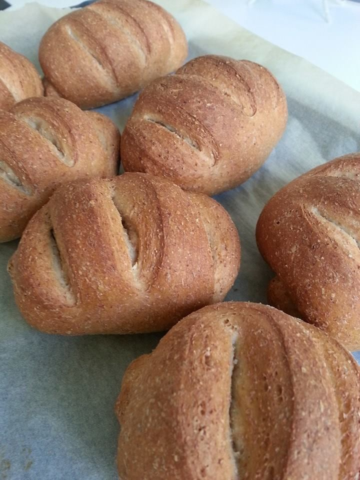 Panini integrali Bimby con tanta fibra che fa tanto bene :) ecco cosa serve per preparare circa 8 panini! Ingredienti: 250 gr di farina integrale...