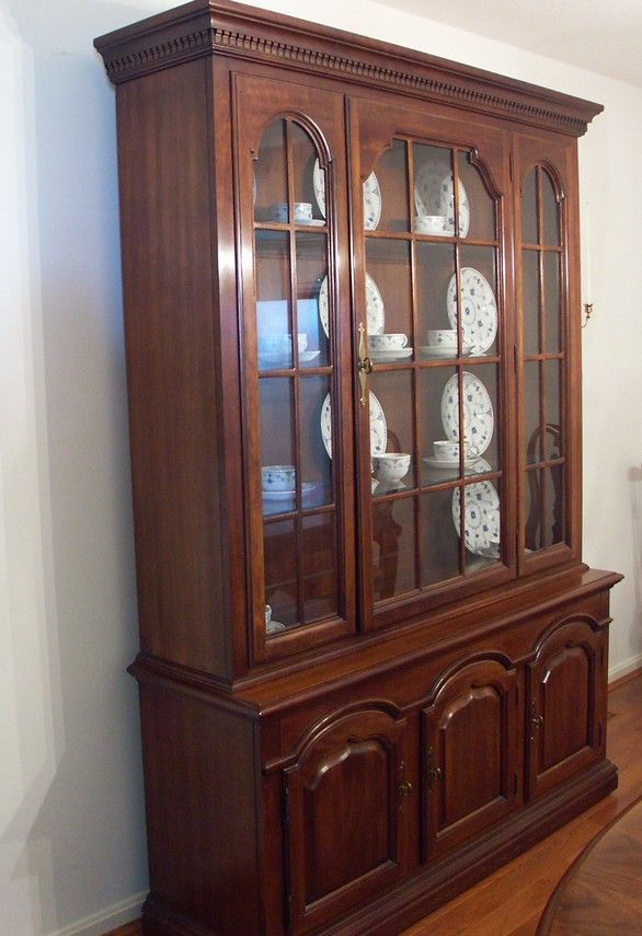 Thomasville Cherry Lighted China Cabinet and Hutch : EBTH