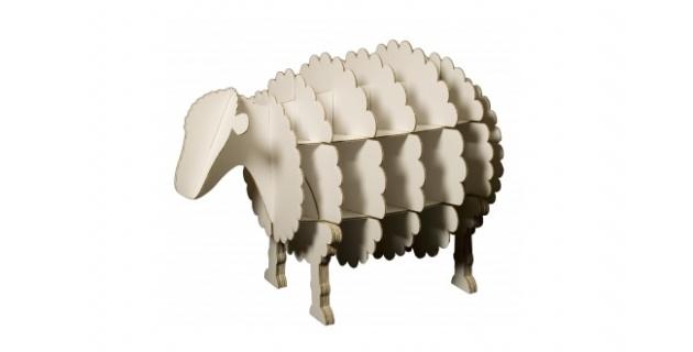 Ce mouton est la planque idéale pour tout les petits jouets qui trainent