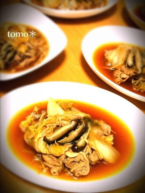 汁が多く見える謎( ☉д⊙)  スープじゃないよ 煮物だよꉂꉂƱʊ꒰>ꈊ<ૢ꒱❣❣ - 18件のもぐもぐ - 豚と白菜の煮物* by tomoko28