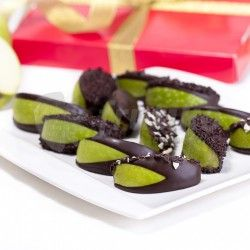 Apples in  chocolate brings delicious blend of green Granny Smith apples and top quality dark chocolate decorated with chocolate pieces as chocolate boxes This box of chocolates created from Granny Smith apples dipped in chocolate and sprinkled with with chocolate pieces will savor you and your friends. Standart boxes contains 15 pieces of fruit in chocolate, Big boxes contains 20 pieces of apples in chocolate. Apples in chocolate is called Jablka v čokoládě in Czech.
