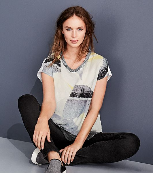 THE ABSTRACT PRINT TEE / An easy-wearing fashion tee in a relaxed silhouette is elevated with a signature soft abstract print and rib textured hem – the perfect choice for throw on & go style.