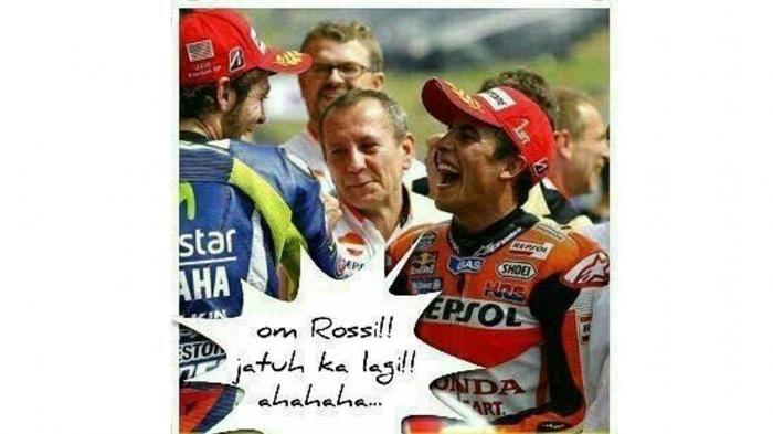 Ngakan.com, foto dan gambar meme lucu tentang Motogp Valentino Rossi yang sedang menendang Mark Marquez menjadi trending topik diberbagai media sosial antara lain di facebook atau fb yang banyak bertebaran yang diantara mereka mengecam kelakuan Rossi yang tidak menunjukkan fairplay dalam bertanding bersama rivalnya, ada pula diantara mereka yang mengatakan bahwa peristiwa tersebut bukanlah murni