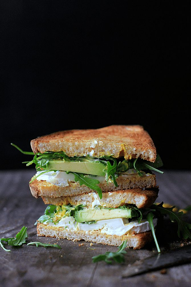goat cheese and avocado sandwich with rucola and mustard