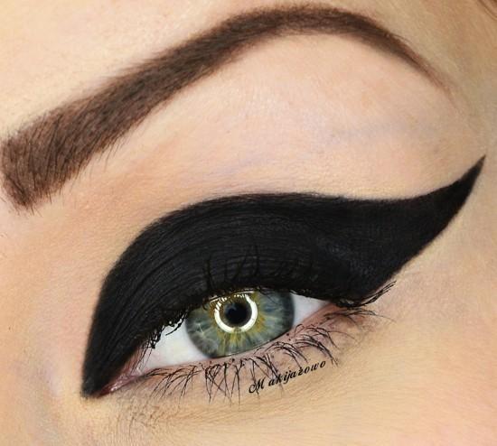 DIY Halloween Makeup : black widow
