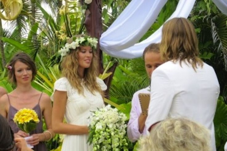 Picture the scene, you stand outside the Bali wedding chapel the sun beats down on the tropical paradise, your face is tanned, you are happy and content. The world is the perfect place; this is your special day.