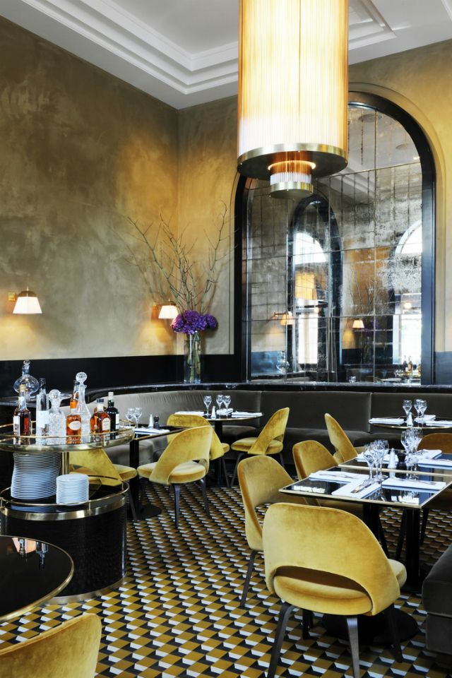 Restaurant Interior Ideas: With a gorgeous color palette, geometric patterned floors and rich materials like the beautiful mustard yellow velvet chairs, warm brass, smoky mirrors and dark woods, Le Flandrin is now a more sophisticated and chic restaurant! | Inspiration & Ideas #restaurantinterior #restaurantinteriorddesign #restaurantinteriorideas Find more here: https://www.brabbu.com/en/inspiration-and-ideas/world-travel/restaurant-interior-ideas-flandrin-paris