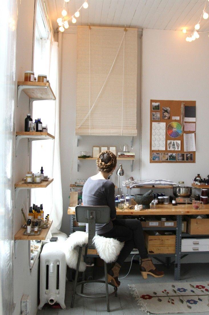 l'atelier d'une créatrice de cosmétiques #workspace