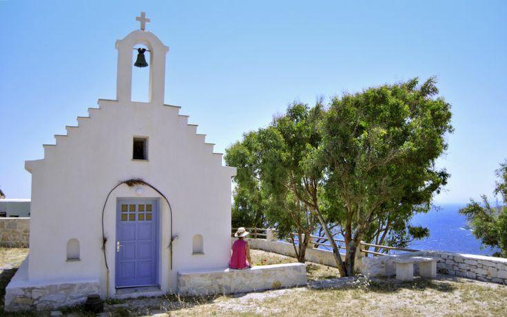 Der er mange smukke og unikke kirker i Grækenland. Denne kirke kan du opleve med en smuk udsigt fra Naxos. Læs mere her: www.apollorejser.dk/rejser/europa/graekenland/naxos