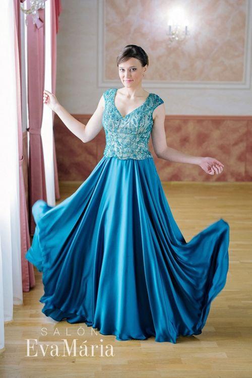 Smaragdové luxusné šaty na reprezentačný ples