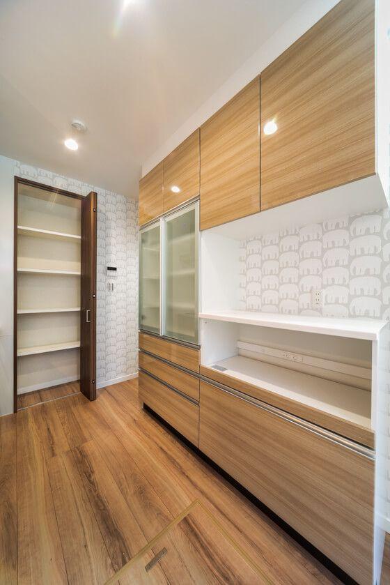 家電収納ユニットとアルミ使用の扉と引き出し3段付きのカップボード、トールユニットです。 #カップボード #トールユニット #食器棚 #キッチン収納 #収納ユニット #タカラスタンダード #パントリー収納
