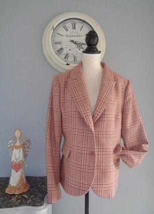 À vendre sur #vintedfrance ! http://www.vinted.fr/mode-femmes/autres-manteaux-and-vestes/46612693-veste-pure-vintage-annees-80-marque-antonelle-pure-laine-etat-neuf-t-40-42-petit-44