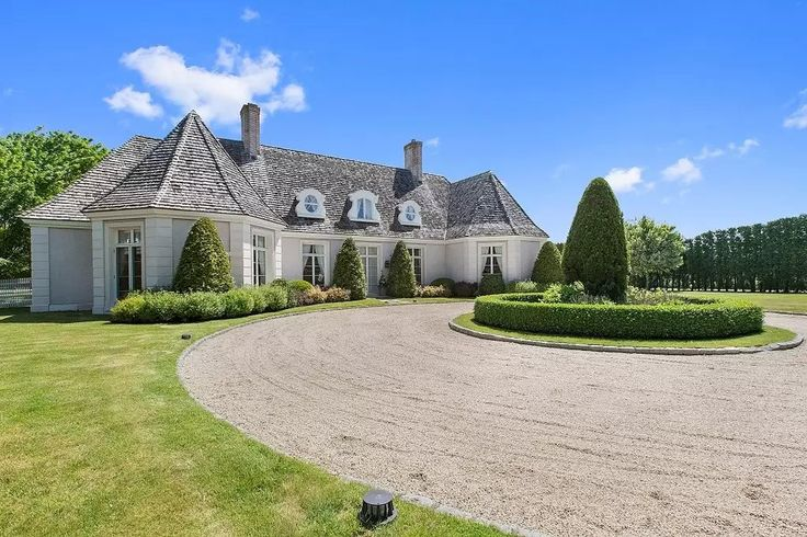 Proof That Nick Jonas's Hamptons Summer Rental Is the Ultimate Bachelor Pad