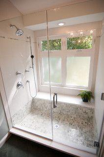 Endlich … ein Beispiel, dass eine begehbare Dusche mit großem Fenster funktionieren kann