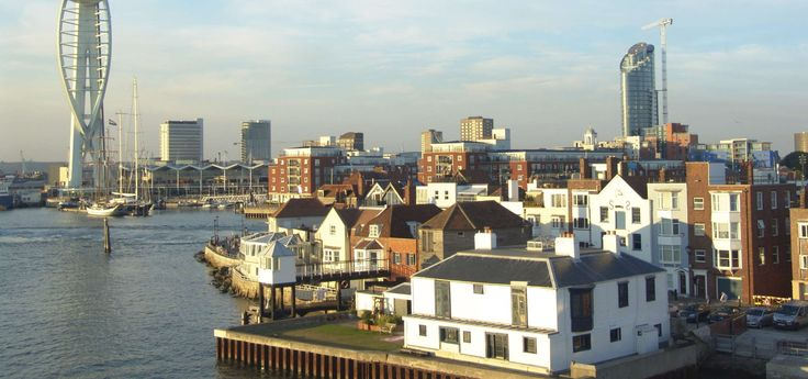 After having been a charming small fishing village, #Portsmouth became the first naval base of the country, with a sheltered position from the winds and storms thanks to the screen of the Isle of Wight. #WeAreESL https://www.esl-languages.com/en/adults/learn/english/portsmouth/england/index.htm