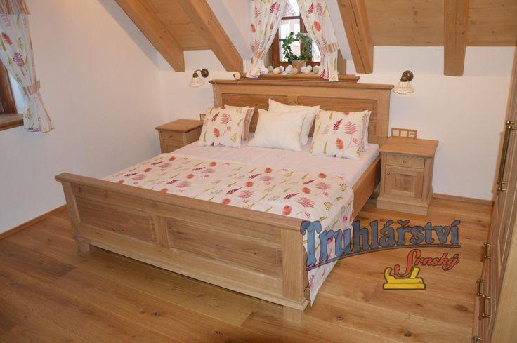 Manželská postel, dubové dřevo, drásané, nastřik transparentním supermatným lakem.