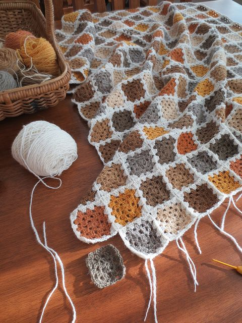love the colors of this granny square blanket