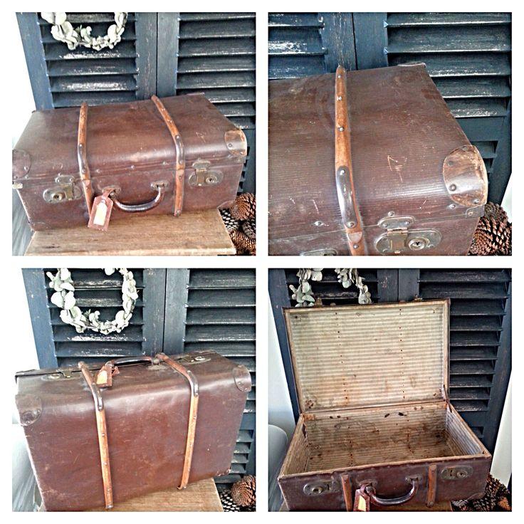Prachtige oude hutkoffer, met houten banden.