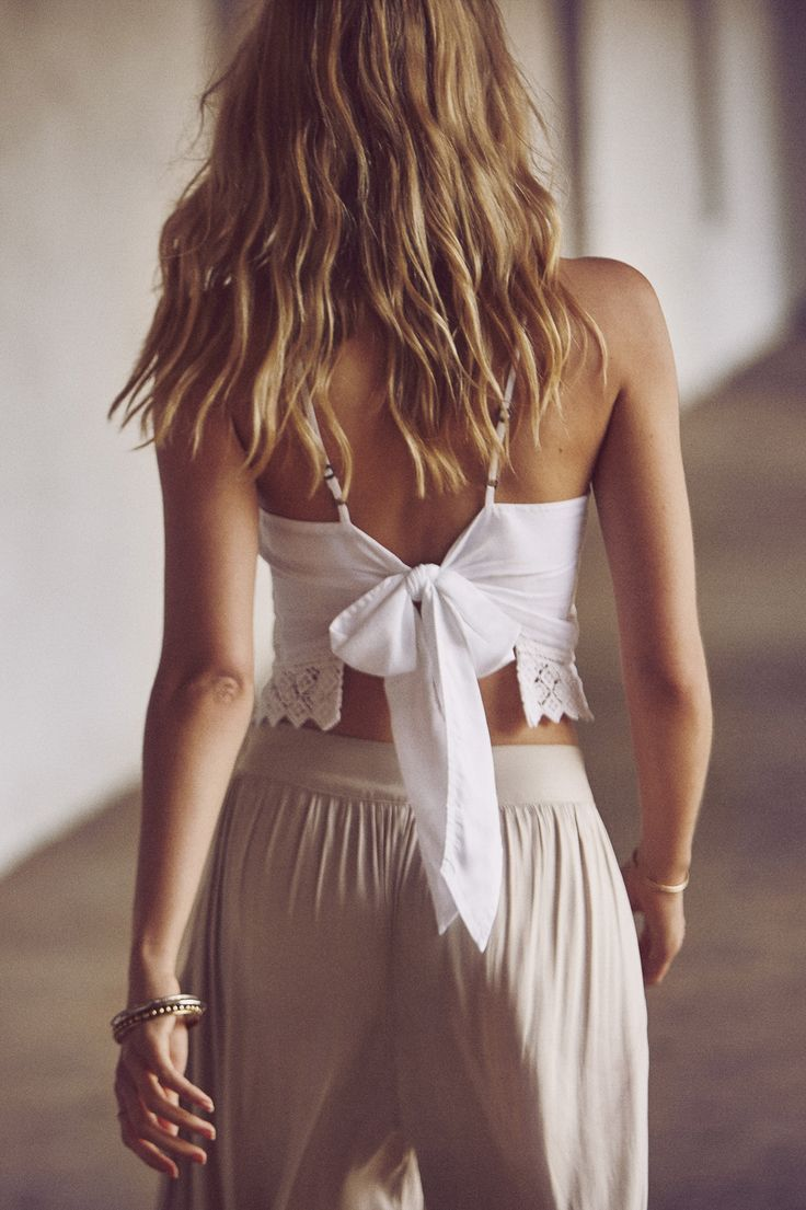 When you look back on your travels, enjoy the view. The Bow-Back Cami // A&F Summer Getaway