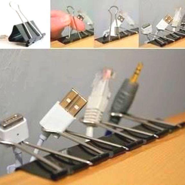 Buena idea para que los cables no vivan en el piso. - Cord Management; office organization