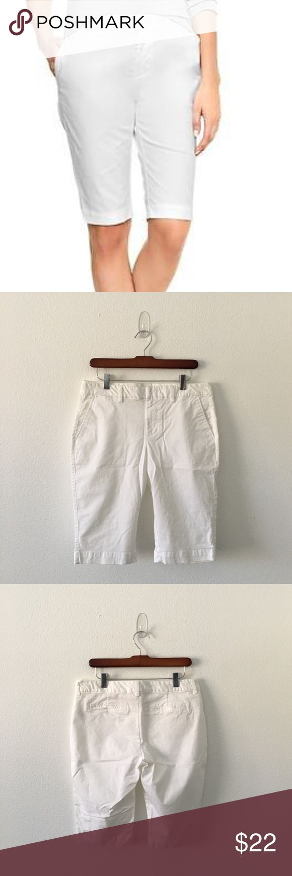 Khakis by Gap Slim City White fitted Bermuda short, 98% cotton with 2% spandex gives you a clean line. Faux pockets in the back with slanted pockets in the front. This pair shorts looks fabulous iron and worn with a crisp blouse or tee while also looking very cool wrinkled with your favorite rock T or denim shirt. Waist measures 16 inches across, 9 inch rise and 20 inches in total length. Excellent used condition. No flaws or stains. GAP Shorts Bermudas