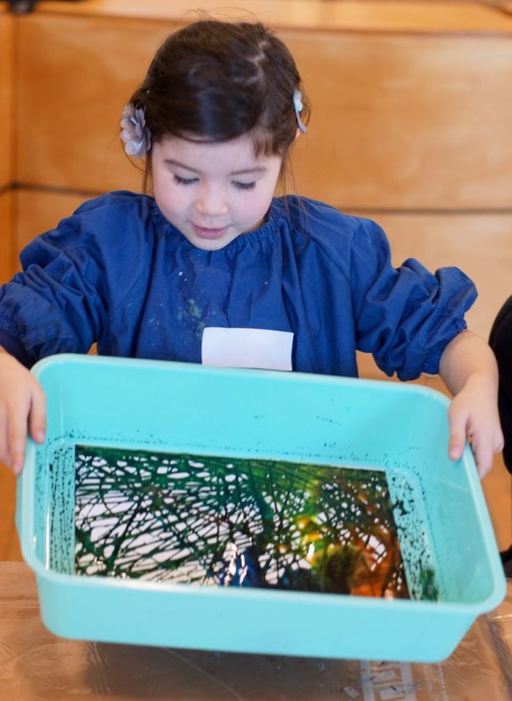 Experiment with colour at Artplay workshop Mixing Lab for 2-5 years.