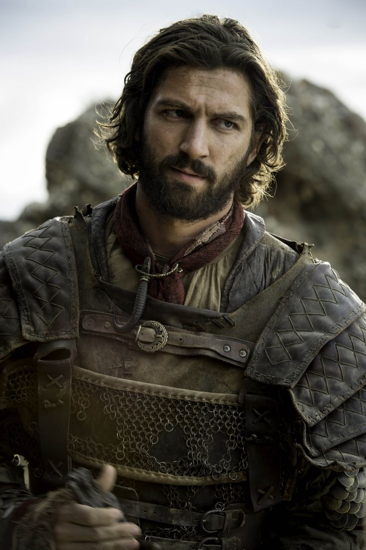 """6.04 """"Book of the Stranger"""" – Daario Naharis. He's missing quite a few rings from his chain mail."""