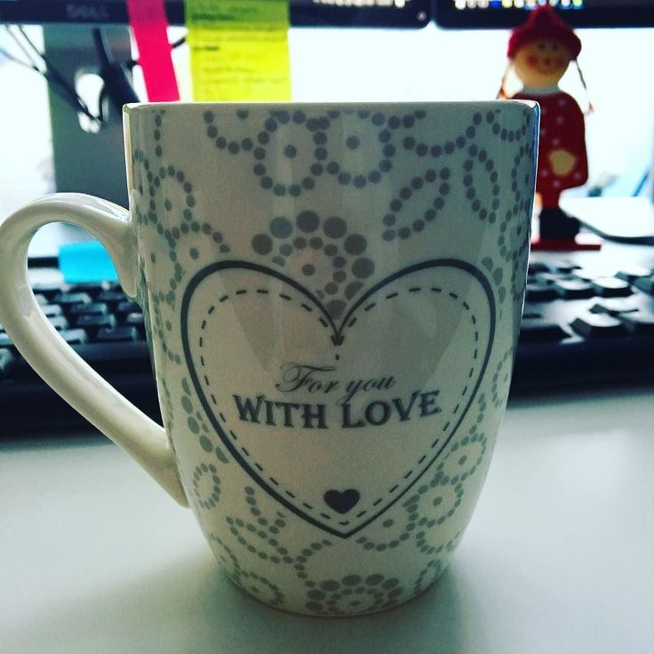 It's the Monday before Christmas so things are pretty busy at the office...Still a tea break is necessary! #graphicdesign #december #christmasiscoming #designers