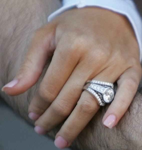 Christina aguileras ring.....I want this style :) yes it's big...but if I shall only wear one in my life.... :)