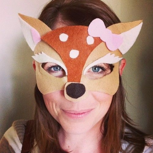 April from illistyle.com is sharing her no sew, DIY Halloween masks - including FREE printables. These are totally fun!