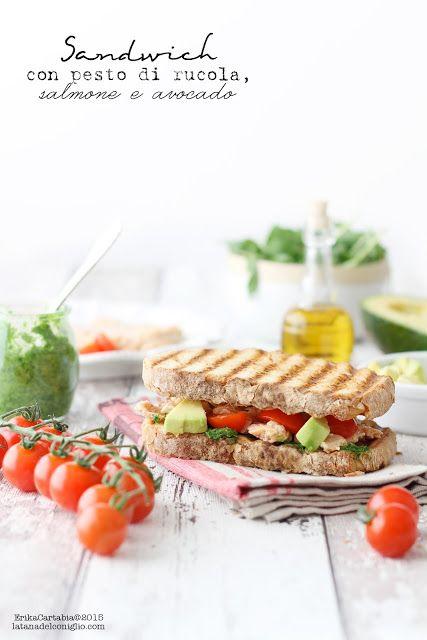 La tana del coniglio: Sandwich con pesto di rucola, salmone e avocado