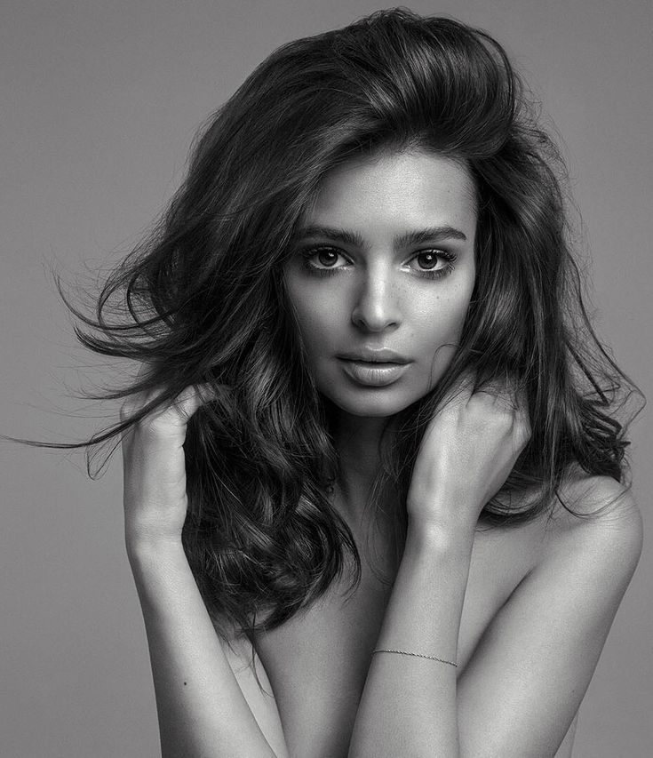 """823 k mentions J'aime, 6,605 commentaires - Emily Ratajkowski (@emrata) sur Instagram : """"So excited to announce that I am the new face of @kerastase_official ! Welcome good hair days! Shot…"""""""