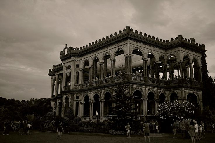 https://flic.kr/p/aARSVp | Ruins of Bacolod | The ruins of Lacson mansion. Bacolod City, Philippines