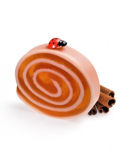 Cinnamon creative soap The smell of this soap cake takes you to grandma's kitchen, filled with the warm spicy cinnamon fragrance refined with a hint of clove. Pure nostalgia