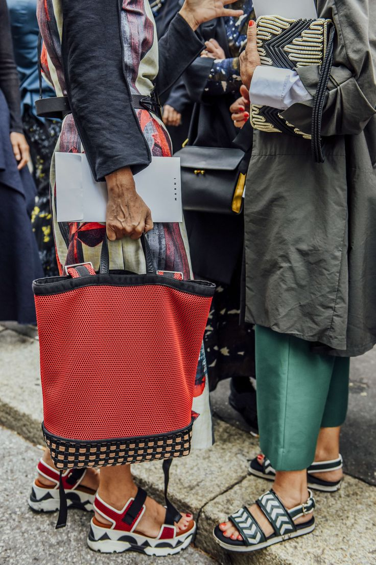 September 26, 2015 Tags Milan, Red, Green, Navy, Totes, Marni, Pants, Women, Grey, Belted, Flats, Coats, Dresses, Clutches, Bags, Sandals, Platform Shoes, SS16 Women's, Textured, Mesh