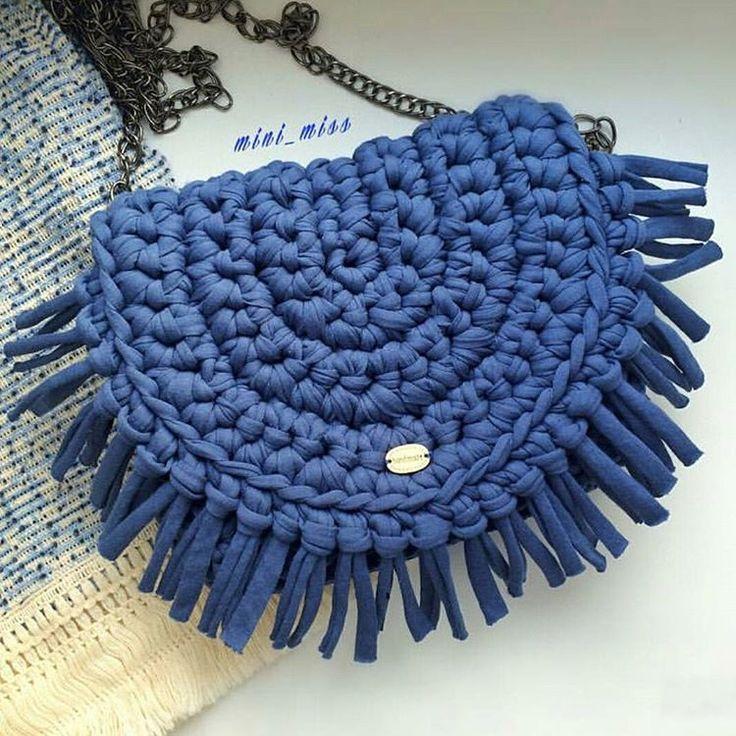 #inspiração de hoje essa #bolsa linda de crochê. From @_mini_miss_ #crochê #crochet #crocheting #crocheter #crochetlife #fiodemalhaecológico #fiosdemalha #diy #inspiration #handmade #feitoamão #façavocêmesmo #craft #artesanato