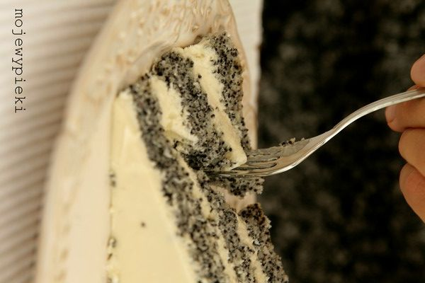 Poppy seed cake with creamy white chocolate