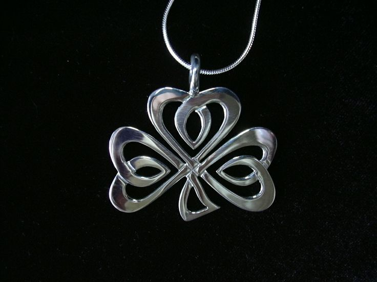 Handcrafted Celtic Clover pendant by Chasing Destiny Silver