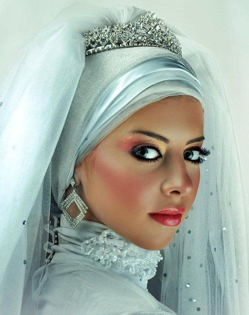 HIJAB FASHION! So pretty! I love other cultures and their customs! Aline