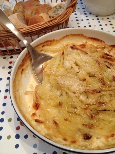 北欧のじゃがいもとアンチョビのオーブン料理「ヤンソンさんの誘惑」。