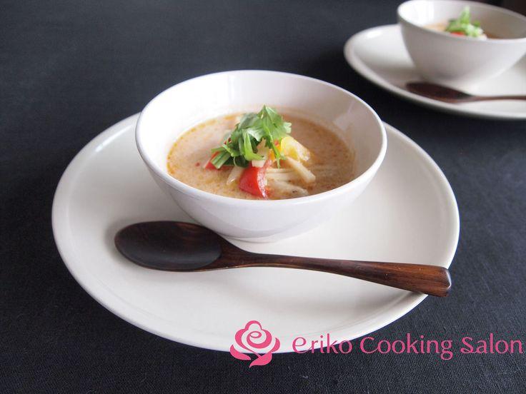お鍋にも!!エスニックココナッツスープ by 神田依理子 / おいしいです!!簡単です!!教室でも大人気のこのメニュー。タイ米を添えたり、冬には鍋として〆にごはんを入れて雑炊にするのもオススメです。 / Nadia