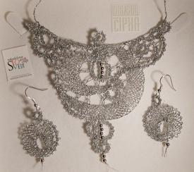 Necklace & earrings set by Medene Niti