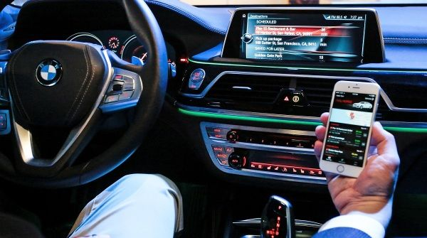 BMW e Microsoft hanno creato la prima auto veramente connessa http://www.sapereweb.it/bmw-e-microsoft-hanno-creato-la-prima-auto-veramente-connessa/        San Francisco – Cloud computing services e internet of things sono due degli argomenti principali del secondo giorno di Build, la conferenza per gli sviluppatori Microsoft in corso a San Francisco.   (Foto: BMW)  E sono alla base del nuovo progetto appena annunciato da Microsoft e BMW. S...