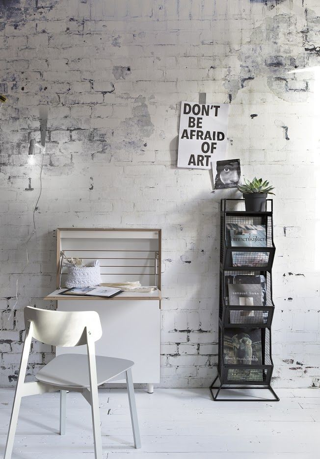 Bakstenen muur behang | rough bricks as wall decoration | vtwonen